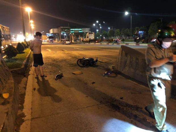 Hiện trường ám ảnh vụ thanh niên lái Exciter tông thẳng vào trạm thu phí tử vong tại chỗ ở Đồng Nai - Ảnh 3.