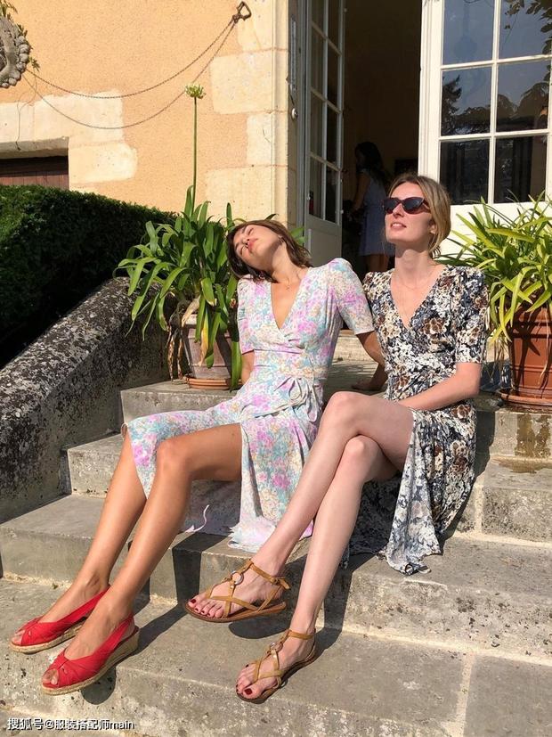 Váy quấn hack dáng vi diệu lắm, nhưng nếu không biết chiêu mặc đẹp này từ gái Pháp thì chưa 100% duyên dáng rồi! - Ảnh 1.