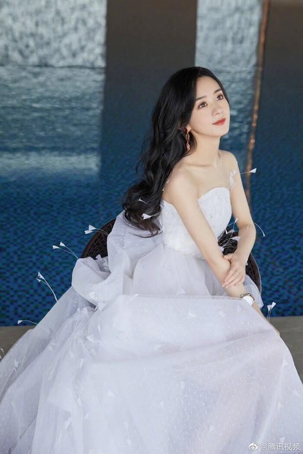 Triệu Lệ Dĩnh chia tay Phùng Thiệu Phong: Dân tình xót xa thay vì cô vẫn chưa khoác lên mình chiếc váy cưới đúng nghĩa - Ảnh 2.