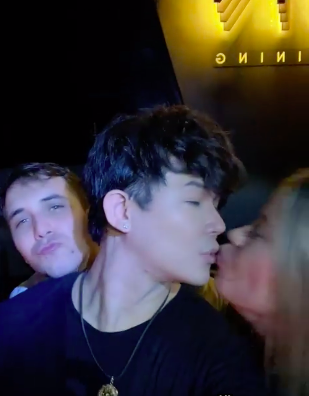 Nathan Lee và những nụ hôn mang hương vị tình bạn: Từ Lý Nhã Kỳ, Phương Mai đến màn khóa môi nóng rực trên show - Ảnh 2.