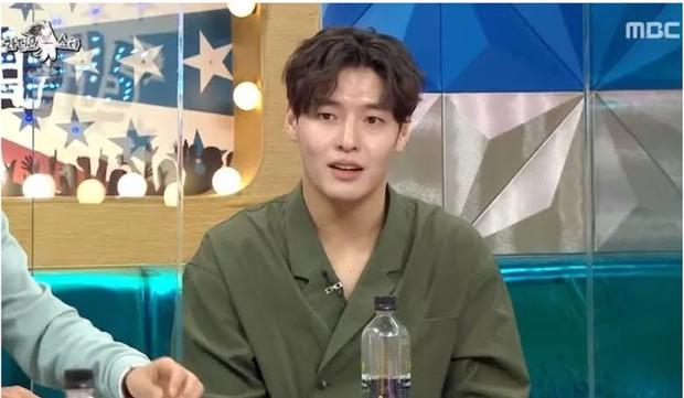 Hot lại khoảnh khắc Kang Ha Neul phũ IU tại họp báo, bản chất có giống vụ Kim Jung Hyun xa lánh Seohyun? - Ảnh 5.