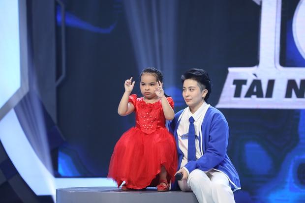 Hari Won há hốc mồm trước cô bé 5 tuổi tính nhẩm nhanh hơn người lớn bấm máy - Ảnh 3.