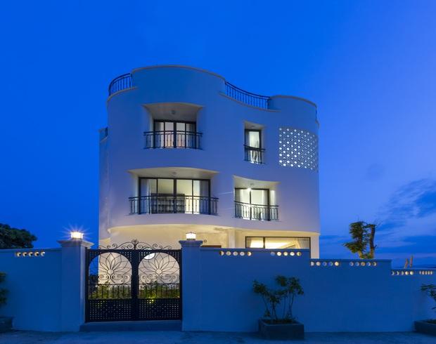Con trai xây villa 310m2 cho gia đình 4 thế hệ, địa thế lưng tựa núi, mặt hướng biển đạt tiêu chuẩn vàng trong phong thuỷ - Ảnh 3.