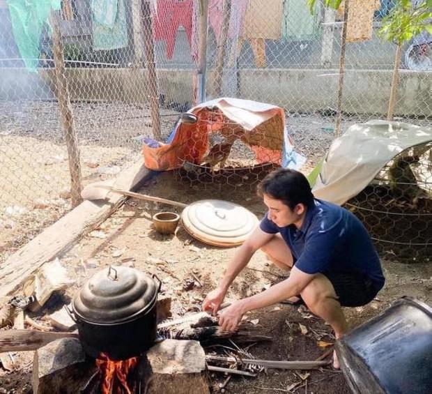 """500 anh em đồng cảm nhìn Phan Mạnh Quỳnh vừa lấy vợ đã ùa vào bếp: Đúng là ra đường """"có fan"""" nhưng về nhà thì """"có nóc"""" - Ảnh 2."""
