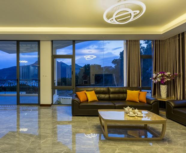 Con trai xây villa 310m2 cho gia đình 4 thế hệ, địa thế lưng tựa núi, mặt hướng biển đạt tiêu chuẩn vàng trong phong thuỷ - Ảnh 8.