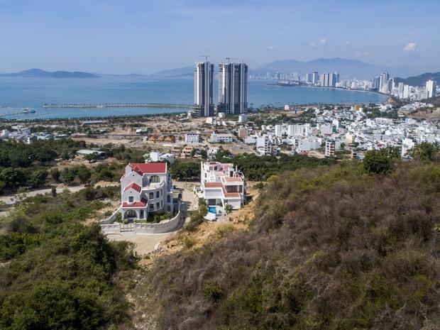 Con trai xây villa 310m2 cho gia đình 4 thế hệ, địa thế lưng tựa núi, mặt hướng biển đạt tiêu chuẩn vàng trong phong thuỷ - Ảnh 4.
