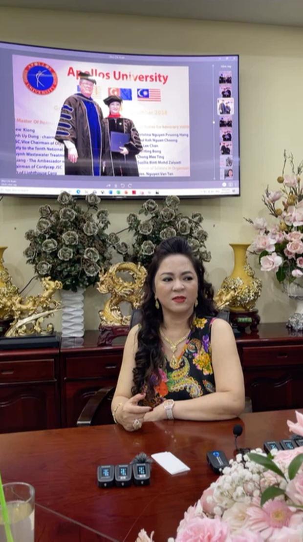 Hết Nathan Lee doạ Cao Thái Sơn, đến vợ Dũng lò vôi livestream đòi gặp đâu đánh đó với cựu người mẫu Trang Trần - Ảnh 2.