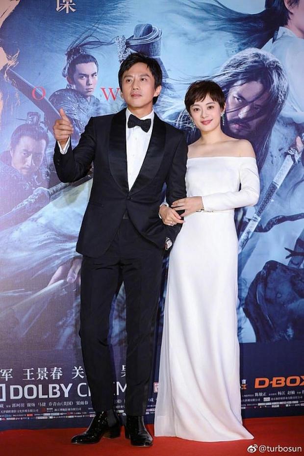 Fan đào lại clip vợ chồng Tôn Lệ show ân ái ngay lễ trao giải, phản ứng của Châu Tấn gây sốt không kém - Ảnh 1.