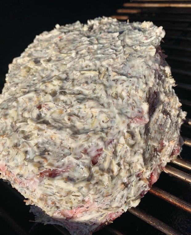 Bố làm bánh sinh nhật 100% thịt tươi cho con trai, dân mạng bảo ăn thế này thì đạm tiêu đâu cho hết? - Ảnh 5.