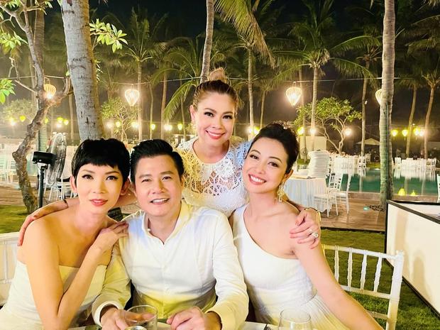 Bức ảnh gây sốt vì 1 bầu trời văn minh: Quang Dũng vui vẻ chụp ảnh cùng cả vợ cũ Jennifer Phạm và tình cũ Thanh Thảo - Ảnh 2.