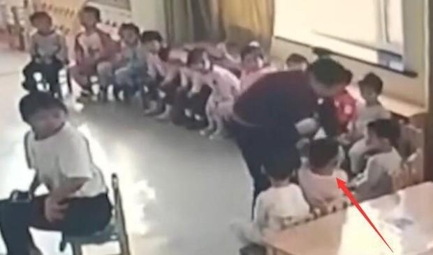 Cha mẹ bật camera vào giờ ăn trưa, phát hiện hành động tội ác, lập tức báo cảnh sát khiến cô giáo bị đuổi việc - Ảnh 5.