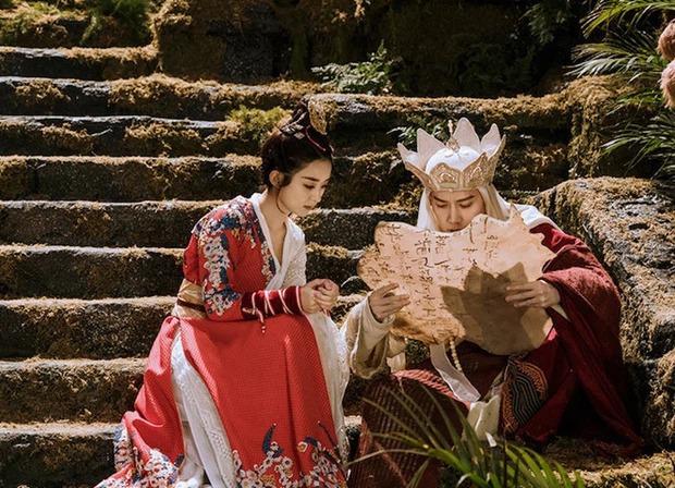 Sao nữ Hoa - Hàn phản ứng đối lập khi chồng ngoại tình: Triệu Lệ Dĩnh - Dương Mịch gây sốc, mỹ nhân Vườn Sao Băng quá khó hiểu - Ảnh 2.