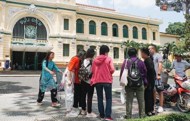Ảnh: Người Sài Gòn vẫn chủ quan, không đeo khẩu trang nơi công cộng trước nguy cơ bùng dịch Covid-19 - Ảnh 2.