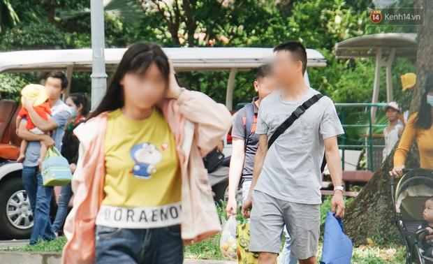 Ảnh: Người Sài Gòn vẫn chủ quan, không đeo khẩu trang nơi công cộng trước nguy cơ bùng dịch Covid-19 - Ảnh 1.