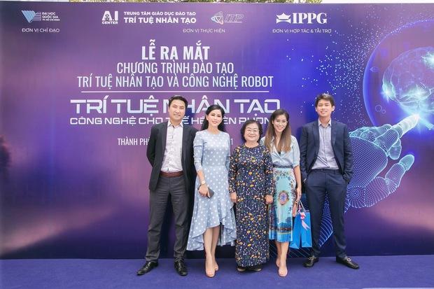 Nhan sắc khó tin của vợ tỷ phú Johnathan Hạnh Nguyễn ở tuổi 51 - Ảnh 4.