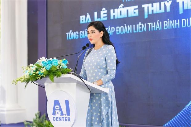 Nhan sắc khó tin của vợ tỷ phú Johnathan Hạnh Nguyễn ở tuổi 51 - Ảnh 2.