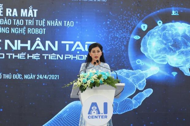 Nhan sắc khó tin của vợ tỷ phú Johnathan Hạnh Nguyễn ở tuổi 51 - Ảnh 3.