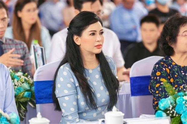 Nhan sắc khó tin của vợ tỷ phú Johnathan Hạnh Nguyễn ở tuổi 51 - Ảnh 1.