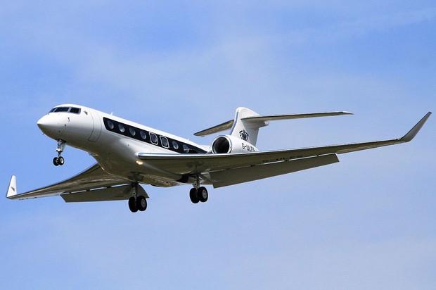 Giới siêu giàu Ấn Độ thuê máy bay phản lực chạy khỏi quê nhà - Ảnh 1.