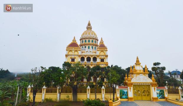 Lâu đài đồ sộ theo phong cách Tây của đại gia Việt: Đẳng cấp, giàu có hay trưởng giả học làm sang? - Ảnh 1.