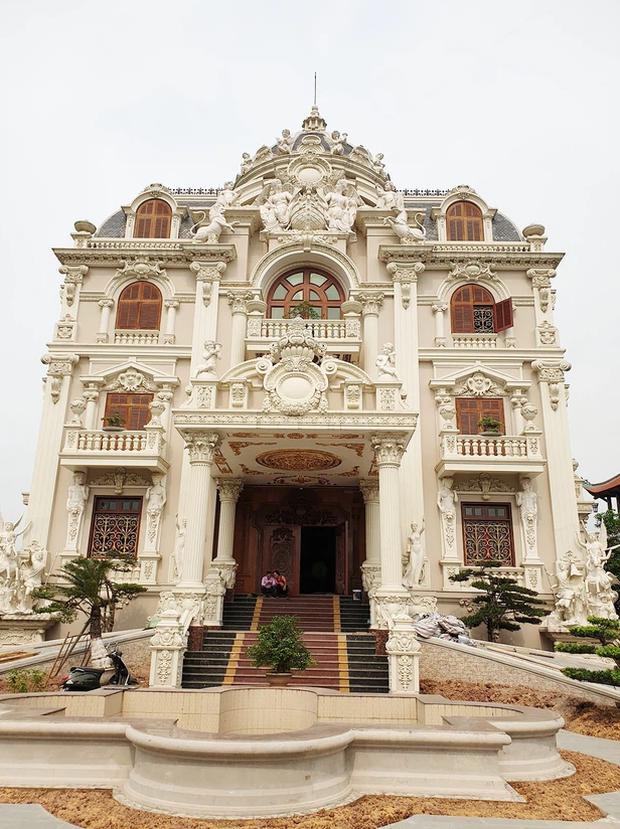 Lâu đài đồ sộ theo phong cách Tây của đại gia Việt: Đẳng cấp, giàu có hay trưởng giả học làm sang? - Ảnh 12.
