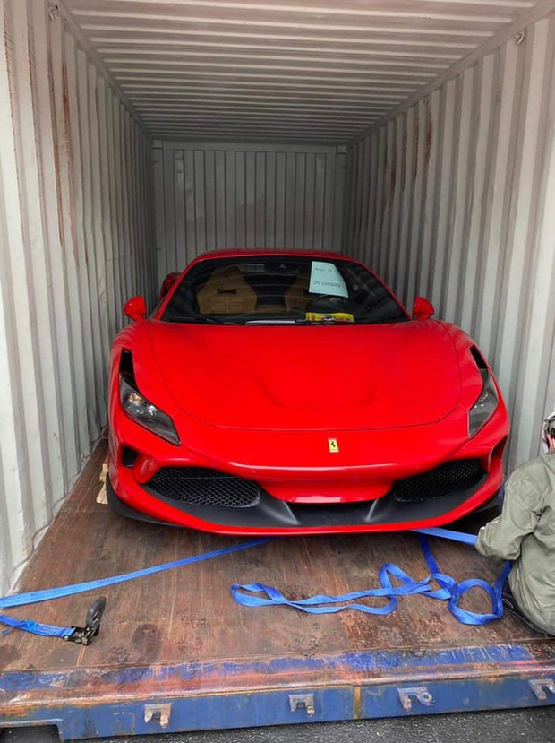 Chân dung cô gái trẻ vừa sắm Ferrari F8 Tributo tại Việt Nam: Từng sở hữu 2 chiếc Mercedes bạc tỷ, sắm cả biệt phủ cho bố mẹ - Ảnh 4.