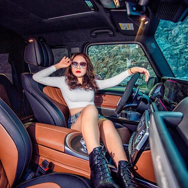 Chân dung cô gái trẻ vừa sắm Ferrari F8 Tributo tại Việt Nam: Từng sở hữu 2 chiếc Mercedes bạc tỷ, sắm cả biệt phủ cho bố mẹ - Ảnh 9.