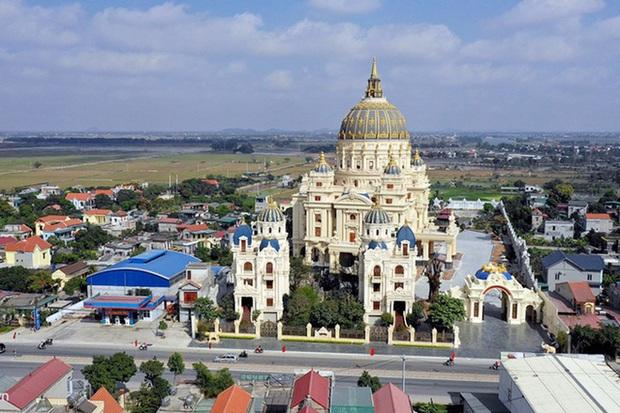 Lâu đài đồ sộ theo phong cách Tây của đại gia Việt: Đẳng cấp, giàu có hay trưởng giả học làm sang? - Ảnh 8.