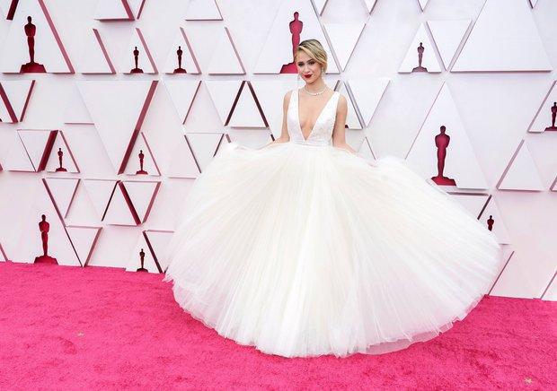 Siêu thảm đỏ Oscar 2021: Minh tinh 74 tuổi xứ Hàn chiếm spotlight, công chúa Disney đọ sắc bên người đẹp suýt lộ vòng 3 - Ảnh 16.