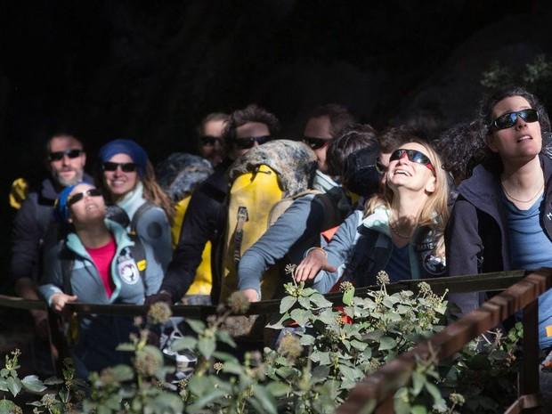 Kết thúc thí nghiệm tranh cãi: 15 người bị nhốt 40 ngày dưới hang động kín mít không ánh sáng vừa được giải thoát, nhưng cảm nhận của họ lại gây bất ngờ - Ảnh 4.