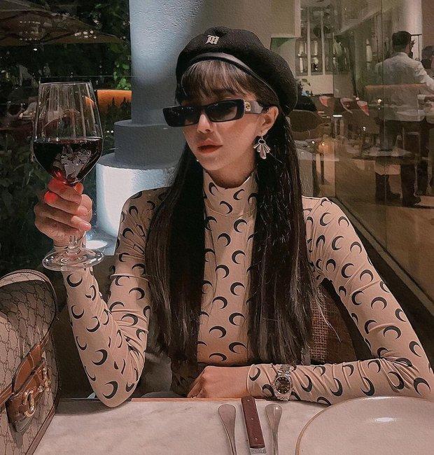 Trang Anna đi lấy chai nước hoa nhưng cái tay hư lại vớ thêm bộ đồ hiệu trị giá hơn 50 triệu - Ảnh 1.