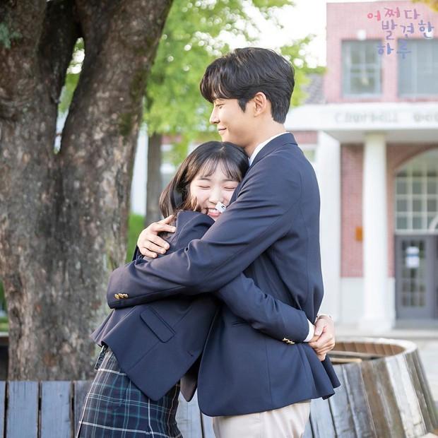 Đau đầu chọn couple có chemistry đỉnh nhất Kpop: Hyeri - Park Bo Gum có plot twist gây sốc, IU mê luôn tài tử kém 4 tuổi? - Ảnh 20.