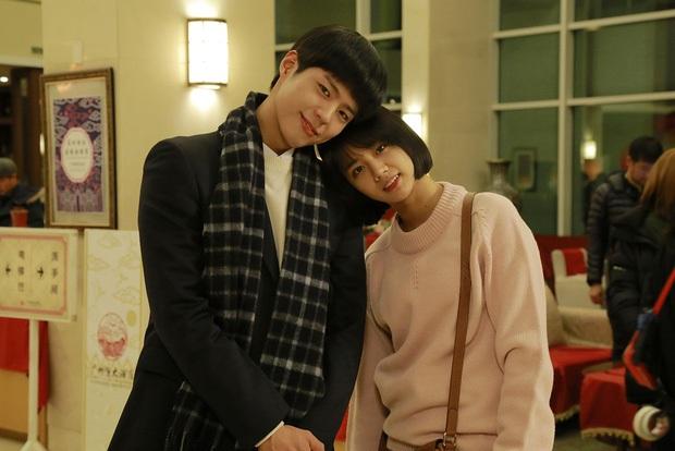Đau đầu chọn couple có chemistry đỉnh nhất Kpop: Hyeri - Park Bo Gum có plot twist gây sốc, IU mê luôn tài tử kém 4 tuổi? - Ảnh 12.