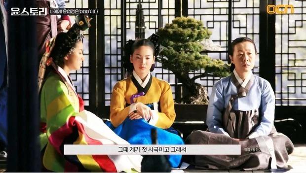 Nữ minh tinh 74 tuổi xứ Hàn vừa làm nên kỳ tích ở Oscar 2021, Song Hye Kyo liền có động thái đặc biệt gây bão cả MXH - Ảnh 5.