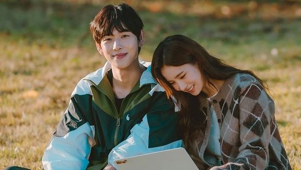 Đau đầu chọn couple có chemistry đỉnh nhất Kpop: Hyeri - Park Bo Gum có plot twist gây sốc, IU mê luôn tài tử kém 4 tuổi? - Ảnh 16.