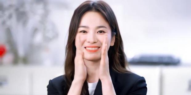 Nữ minh tinh 74 tuổi xứ Hàn vừa làm nên kỳ tích ở Oscar 2021, Song Hye Kyo liền có động thái đặc biệt gây bão cả MXH - Ảnh 2.
