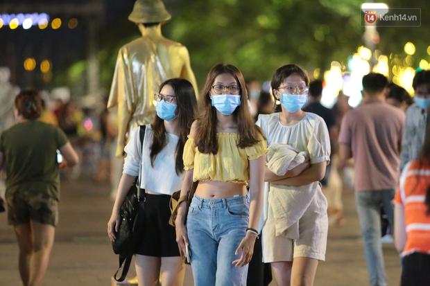TP.HCM ra công văn KHẨN: Bắt buộc đeo khẩu trang nơi công cộng, xử phạt nghiêm người không chấp hành - Ảnh 2.