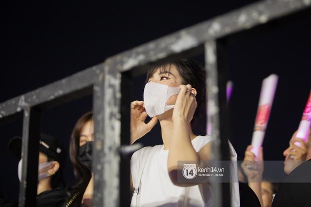 Đông Nhi biến thành fangirl không cưỡng lại được sức hút của Mỹ Tâm: Quẩy hết mình, hát theo không sót câu nào - Ảnh 2.