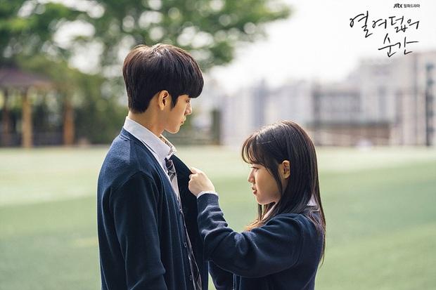 Đau đầu chọn couple có chemistry đỉnh nhất Kpop: Hyeri - Park Bo Gum có plot twist gây sốc, IU mê luôn tài tử kém 4 tuổi? - Ảnh 18.