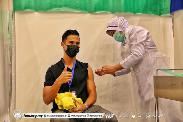 Đối thủ của tuyển Việt Nam gặp vấn đề khi tiêm vắc xin Covid-19 - Ảnh 1.