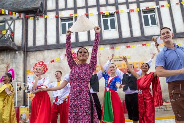 Hàng trăm tỷ đồng được Sun Group đầu tư cho các lễ hội tưng bừng khắp ba miền từ 30/4 - Ảnh 1.