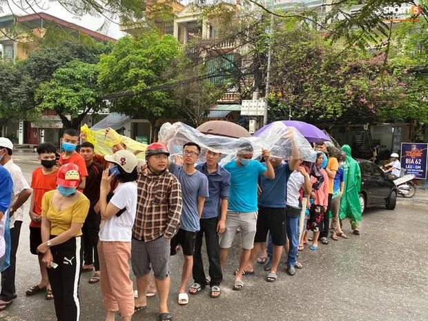 Fan Thái Lan tranh cãi nảy lửa khi HLV Kiatisuk tạo cơn sốt vé ở Việt Nam: Làm ơn hãy mang ông ấy về đi - Ảnh 2.