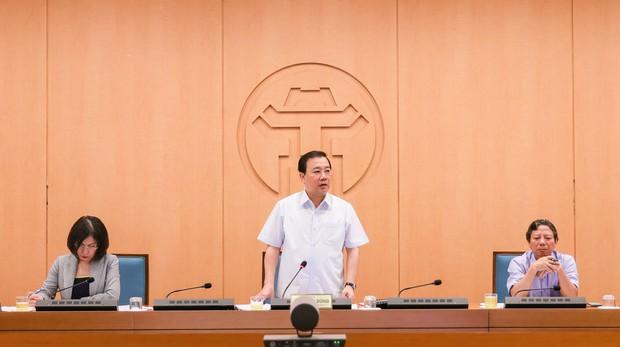 Hà Nội nâng mức độ cao nguy cơ bùng phát dịch, hạn chế tổ chức các sự kiện tập trung đông người - Ảnh 3.