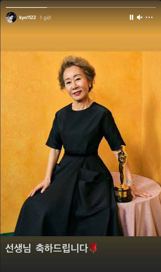 Nữ minh tinh 74 tuổi xứ Hàn vừa làm nên kỳ tích ở Oscar 2021, Song Hye Kyo liền có động thái đặc biệt gây bão cả MXH - Ảnh 4.