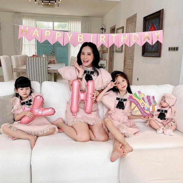 3 rich kid nhà đại gia có biệt thự gần 200 tỷ: Xinh như thiên thần, lấy đồ hiệu làm... đồ chơi từ nhỏ! - Ảnh 1.