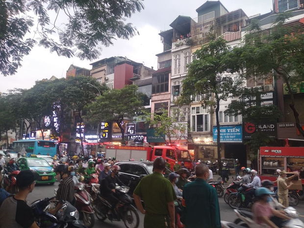 Hà Nội: Cháy nhà hàng Nét Huế đúng giờ cao điểm, giao thông ùn tắc nghiêm trọng - Ảnh 7.