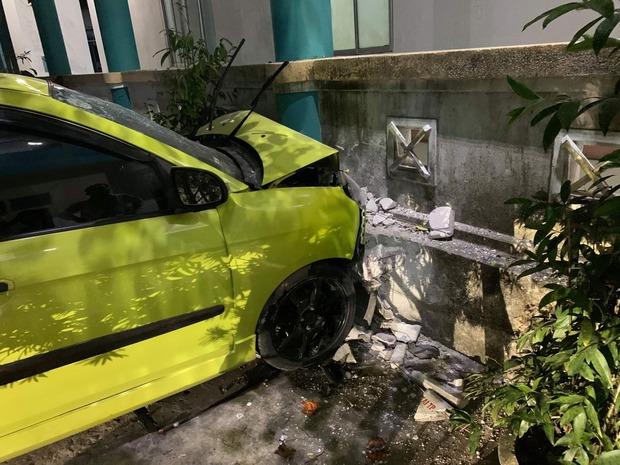 Vào bệnh viện thăm người thân, tài xế ô tô đạp nhầm chân ga tông xe cấp cứu khiến 3 người trọng thương - Ảnh 1.