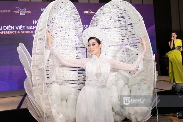 Clip: Khánh Vân công bố trang phục dân tộc sẽ mang sang Mỹ thi Miss Universe 2020 nhưng lại gây tranh cãi vì 1 chi tiết - Ảnh 9.