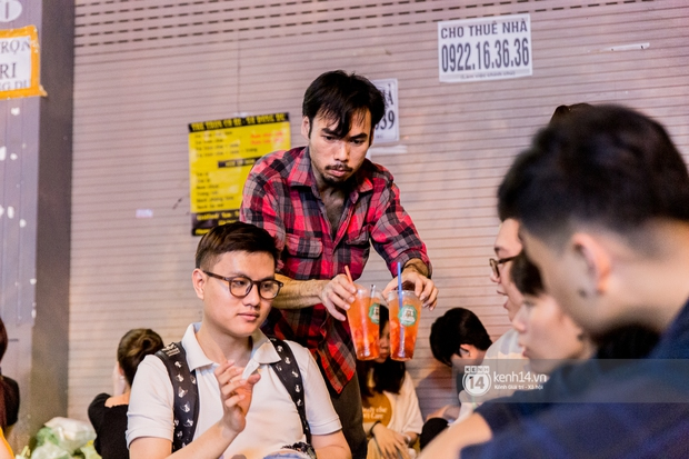 Ngồi trà dâu Đen Vâu ở Sài Gòn hóng chuyện: Giới trẻ quẹt Tinder mỏi tay, sẵn nghe 7749 cái drama showbiz - Ảnh 12.