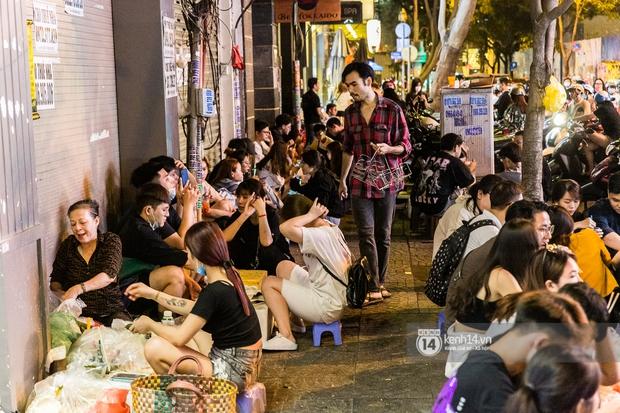 Ngồi trà dâu Đen Vâu ở Sài Gòn hóng chuyện: Giới trẻ quẹt Tinder mỏi tay, sẵn nghe 7749 cái drama showbiz - Ảnh 19.